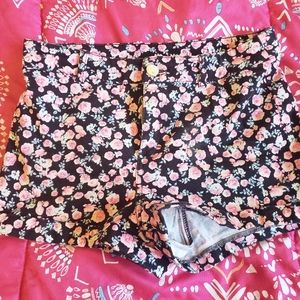 Pink floral Mid rise shorts